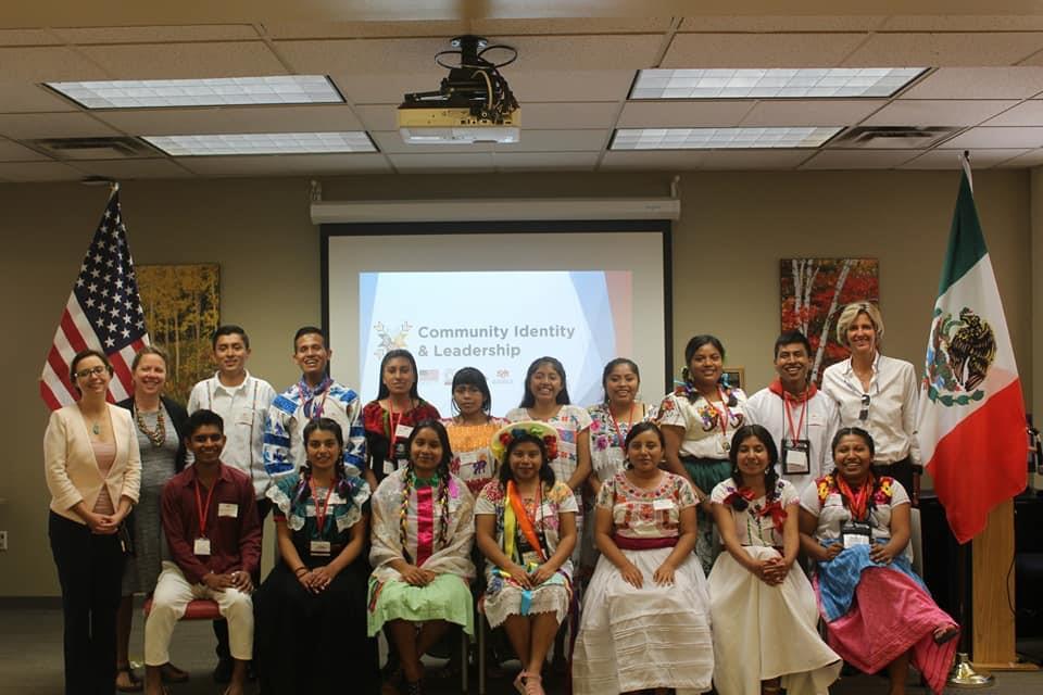 Isaías Navarrete Chino con alumnos de pueblo originarios de Norteamérica, 2019