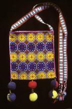 Embroidered shoulder bag - Photograph ©Yvonne Negrín 2003 - 2018